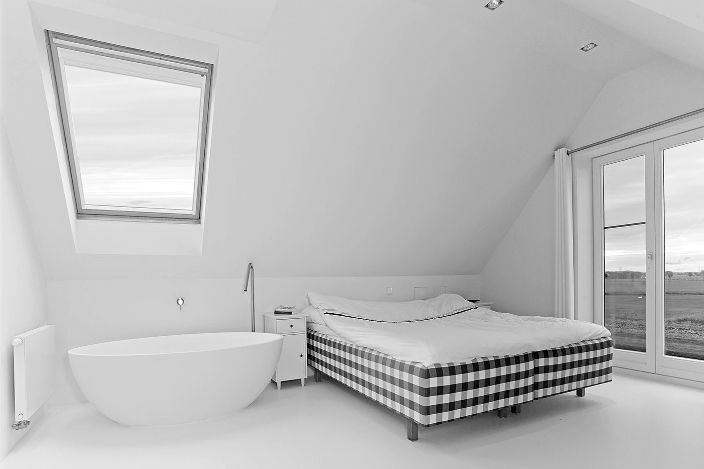 Cocoon-bath-in-bedroombad-ensuite-bathroom-freestanding-bath-tub-hastens-bed-and-bathroom