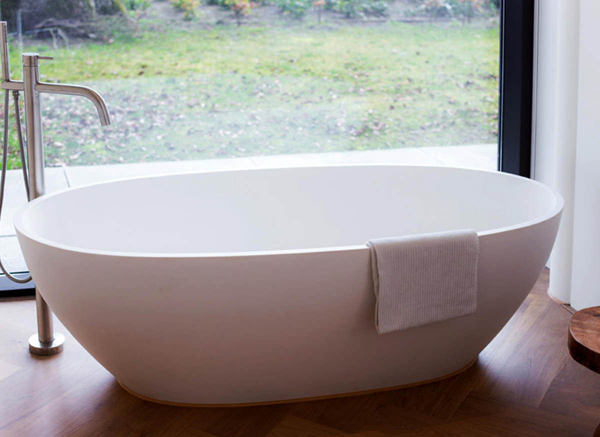 Cocoon atlantis free standing bathtub bycocoon for Free standing bath tub