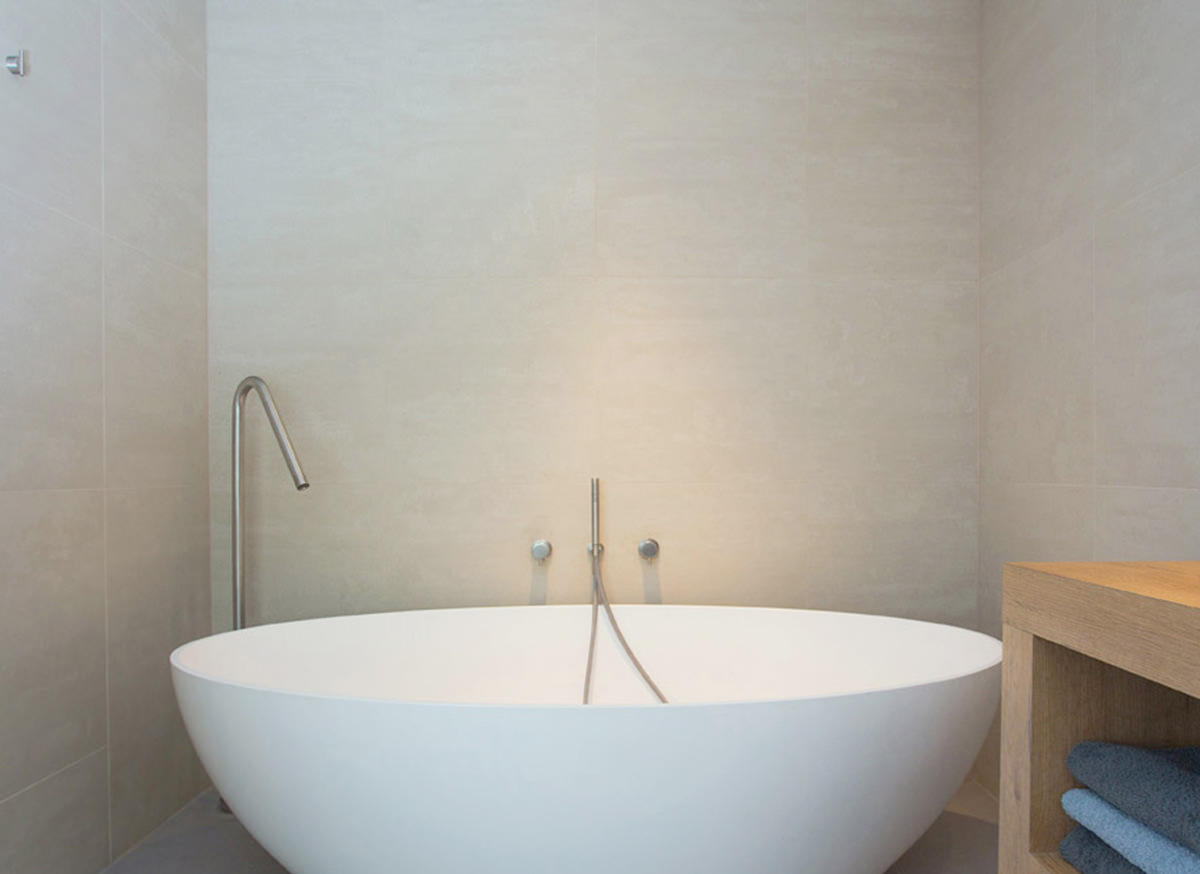 Cocoon Salinas Free Standing Bathtub Bycocoon