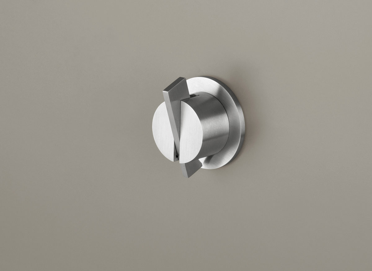 PB01 wall mounted mixer, small roset, short lever