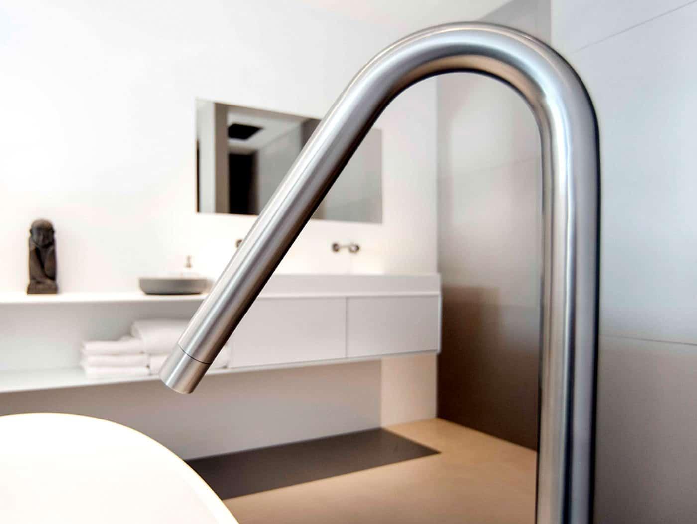 cocoon_freestanding_bath_spout_freestanding_bath_tub_massive_corian